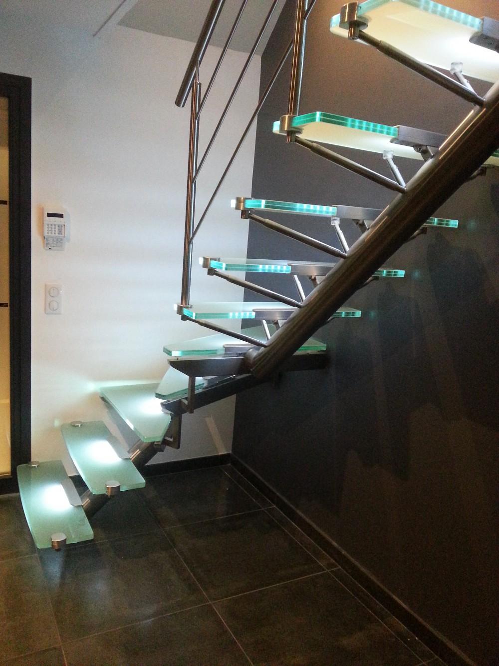 escaliers inox verre prodesigning. Black Bedroom Furniture Sets. Home Design Ideas