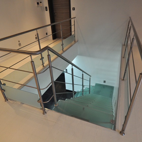 Escalier inox verre