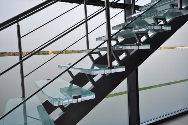 Escalier deux limons Inox plexi-verre