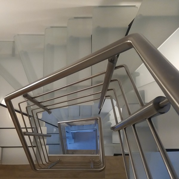 escalier acier verre